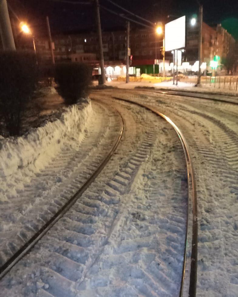 Read more about the article Очистка трамвайных путей от снега продолжается в ежедневном режиме